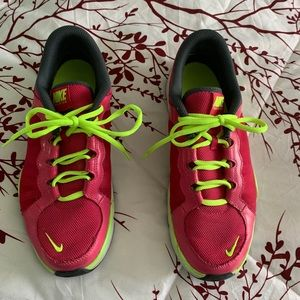 Size 10 pink nike sneakers